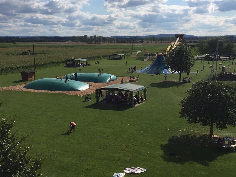 Blick auf das weite Areal des Bubenheimer Spielelands