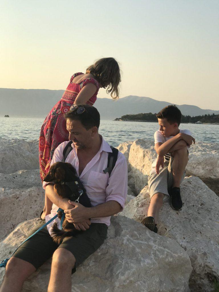 4 Leutchen und 1 Hund auf Korfu